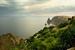 Montañas y el Mar Negro fotos de archivo