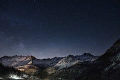 Montañas y estrellas foto de archivo libre de regalías