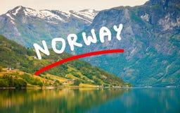 Montañas y fiordo en Noruega, Fotos de archivo libres de regalías