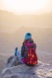 Montañas y giirl de Sinaí Imágenes de archivo libres de regalías