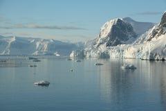 Montañas y glaciares Fotografía de archivo