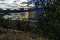Montañas y Jackson Lake magníficos de Teton Imagen de archivo libre de regalías