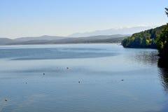 Montañas y lago Imagen de archivo libre de regalías