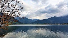 Montañas y lago Fotografía de archivo