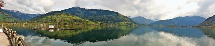 Montañas y lago Foto de archivo libre de regalías
