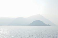 Montañas y lago Como Foto de archivo libre de regalías