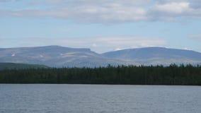 Montañas y lago de la tundra en Rusia polar fotos de archivo libres de regalías
