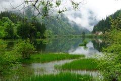 Montañas y lago en Jiuzhaigou Foto de archivo