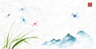 Montañas y libélulas que vuelan sobre la hierba en fondo del papel de arroz Sumi-e oriental tradicional de la pintura de la tinta stock de ilustración