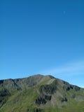 Montañas y luna Fotos de archivo
