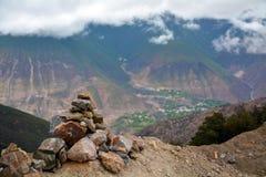Montañas y Mani Stones de la nieve del karpo de Kawa Fotografía de archivo libre de regalías