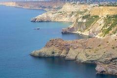 Montañas y mar Foto de archivo libre de regalías