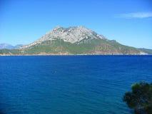 Montañas y mar Imagen de archivo libre de regalías