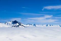 Montañas y nieve en Alaska Imagenes de archivo