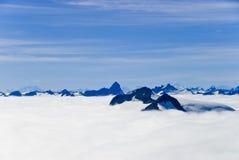 Montañas y nieve en Alaska fotografía de archivo