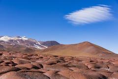 Montañas y nube en reserva nacional de los flamencos del Los Imagen de archivo libre de regalías