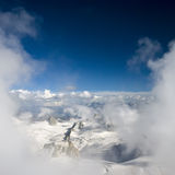 Montañas y nubes Fotos de archivo libres de regalías
