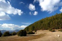 Montañas y nubes Imagen de archivo libre de regalías