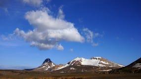 Montañas y nubes de Kerlingarfjöll imagen de archivo libre de regalías