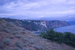 Montañas y paisaje del mar Imagenes de archivo