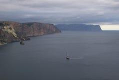 Montañas y paisaje del mar Imagen de archivo