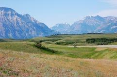 Montañas y prados Imagen de archivo libre de regalías