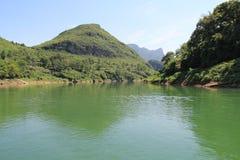 Montañas y río Fotografía de archivo
