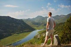 Montañas y río Vacaciones de verano Imágenes de archivo libres de regalías