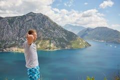 Montañas y río Vacaciones de verano Foto de archivo libre de regalías