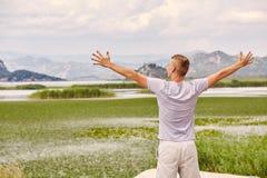 Montañas y río Vacaciones de verano Imagen de archivo