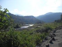 Montañas y ríos del Cáucaso en verano fotos de archivo libres de regalías