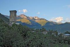 Montañas y torres de Svaneti Fotos de archivo libres de regalías