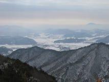 Montañas y valles Fotos de archivo