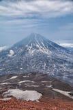 Montañas y volcanes Paisaje hermoso de Kamchatka Penins Foto de archivo libre de regalías