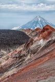 Montañas y volcanes Paisaje hermoso de Kamchatka Penins Foto de archivo
