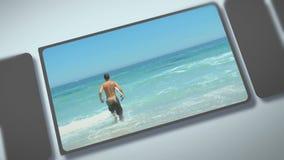 Montaż młodzi dorosli cieszy się moment na plaży zbiory wideo