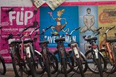 Monta en bicicleta el aparcamiento foto de archivo libre de regalías