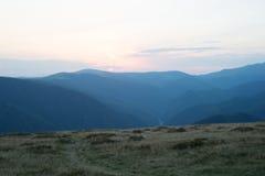 Montaña de la puesta del sol Imagenes de archivo