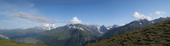 Montaña del verano del panorama. El Cáucaso, Georgia Fotografía de archivo libre de regalías