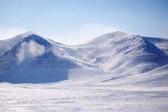 Montaña nevada Imagen de archivo libre de regalías