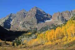 Montaña rocosa alta Fotografía de archivo libre de regalías