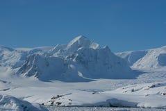Montaña Shekelton en Ant3artida. Fotos de archivo