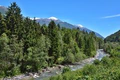 Montaña-vista italiana sobre el río Adige Imágenes de archivo libres de regalías
