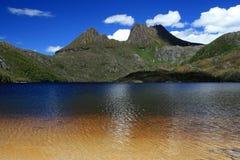 Montaña y lago dove, Tasmania, Australia de la cuna Fotografía de archivo