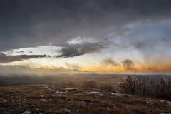 Montañas con el cielo colorido Imagen de archivo libre de regalías