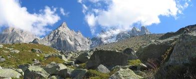 Montañas con los campos de hielo Fotografía de archivo