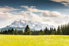 Montañas de Karwendel en las montañas de Baviera Foto de archivo libre de regalías