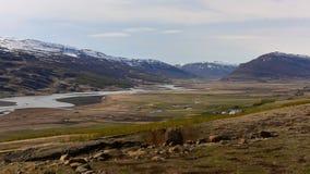 Montañas de la nieve en Islandia Fotos de archivo libres de regalías
