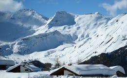 Montañas de las montañas de la nieve en Italia Fotos de archivo libres de regalías