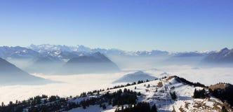 Montañas desde arriba del kulm de Rigi, Suiza Foto de archivo libre de regalías